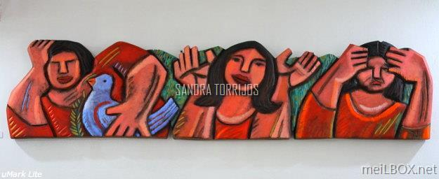 Tres Marias, a wooden sculpture by Sandra Torrijos.