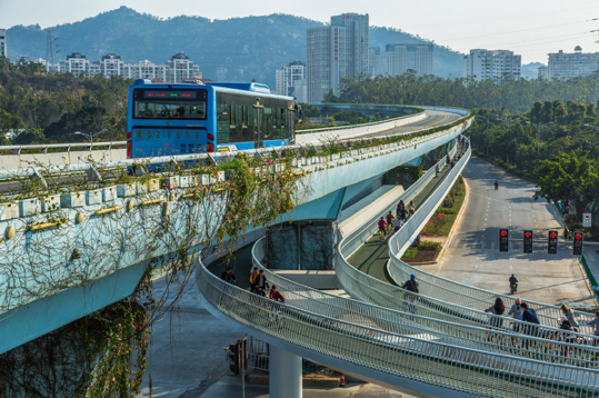 The newly-build elevated bike lane in Xiamen (China)—at 8 km, it is touted to be the longest so far in the world. [Image courtesy of E. Johnston/Road.cc]